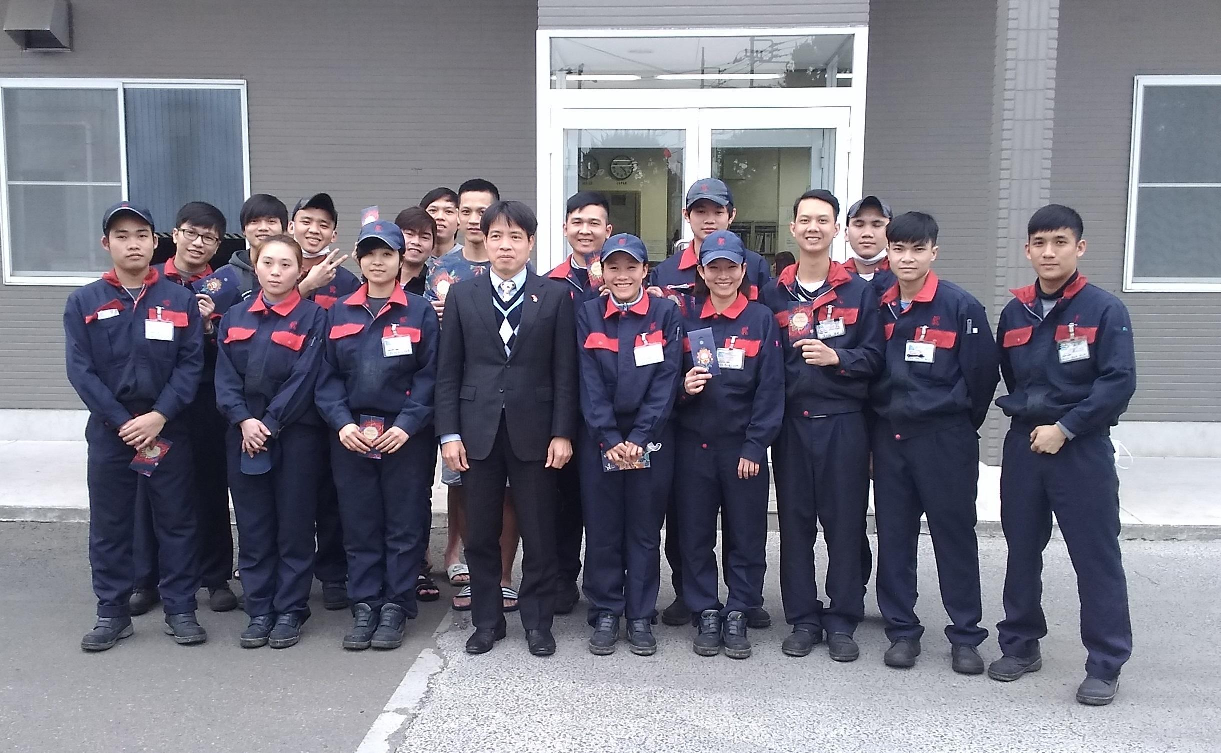 Ngày mùng 5 tháng 2, Trưởng Ban Quản lý lao động, Đại sứ quán Việt Nam tại Nhật Bản, ông Phan Tiến Hoàng đã đến thị sát công ty tiếp nhận Thực tập sinh.